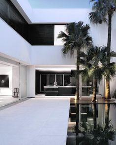 """AS #House by Guilherme Torres in Cornelio Procopio, #Brazil. ————————————————————— Photo Via @michael_louis_ © Beto Consorte #designandlive"""