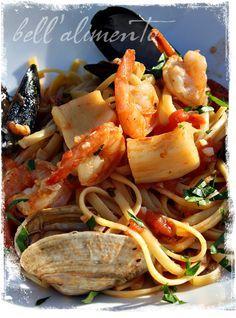 Linguine ai Frutti di Mare {Seafood Linguine} http://www.bellalimento.com/2010/04/12/linguine-ai-frutti-di-mare-seafood-linguine/#