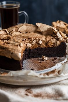 A very fudgey and delicious cake with two topping alternatives Gluten Free Desserts, Just Desserts, Delicious Desserts, Dessert Recipes, Cupcake Recipes, Flourless Chocolate Cakes, Chocolate Recipes, Chocolate Meringue Cake Recipe, Meringue Food