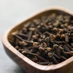 Foto: Super dica para tirar cheiro de fritura do ambiente Deixe 1 pct de cravos… Clove Tea, Cloves Benefits, Spices And Herbs, Spice Things Up, Homemaking, Food Photography, Homemade, Dishes, Chocolate