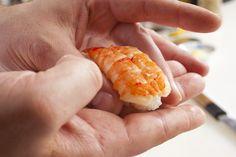 #prawn #sushi Sea Bass, Prawn, Japanese Food, Tuna, Sushi, Salmon, Sweets, Vegetables, Ethnic Recipes