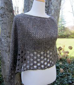 Crochet Shawl Kelley's Ponchito - free crochet poncho pattern by Julie Blagojevich. Pull Crochet, Mode Crochet, Double Crochet, Knit Crochet, Crotchet, Crochet Shrugs, Crochet Vests, Chunky Crochet, Crochet Jacket