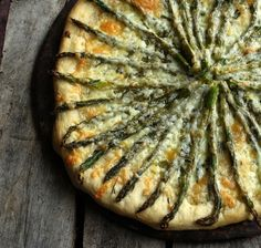 Asparagus Pizza-I think this would be amazing with artichokes and mushrooms too. Use whole wheat crust.