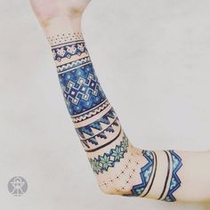 Tatuażysta z Brazylii tworzy niesamowite wzory inspirowane sztuką amazońskich plemion.