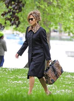 Jennifer Lopez carrying a Gucci large Bamboo Shopper 2013