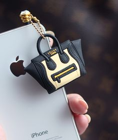 haha this is ridiculous whose iphone needs a celine bag.HAHA,it is so latest Prada leather purse on sale. WWW sheMALl nET Coque Ipad, Coque Iphone, Cute Phone Cases, Iphone Cases, Diy Coque, Accessoires Iphone, Gadgets, Celine Bag, Celine Luggage