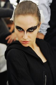 philipp plein fall 2011 - black swan-esque make-up (via A Matter Of Style)