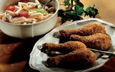 Stegte kyllingelår med pastasalat