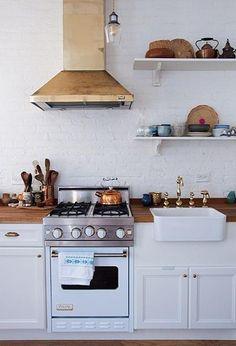 for a small kitchen! i love that viking stove Classic Kitchen, New Kitchen, Kitchen Dining, Kitchen Decor, Brass Kitchen, Space Kitchen, Mini Kitchen, Kitchen Fixtures, Petite Kitchen