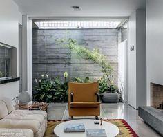 Modern Outdoor Patio Furniture Courtyards Ideas For 2019 Outdoor Patio Bar, Small Outdoor Patios, Modern Garden Furniture, Wicker Patio Furniture, Small Patio Ideas Townhouse, Patio Flooring, Interior Garden, Trendy Home, Furniture Layout