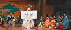 能楽は約700年前に現在の姿に大成されたという。世界最古の演劇で、ユネスコの世界無形文化遺産にも指定されている。能楽はいかにして21世紀に伝えられてきたのか。観世流の家元に、能楽研究の第一人者が聞く。