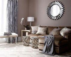 La couleur taupe est toujours au top ! Intemporelle, chic et douce, cette teinte est un savant mélange de gris et de brun. Couleur souvent utilisée pour la chambre et le salon, le taupe n'hésite plus investir toute la maison. Cuisine, salle de bain jouent le jeu de la couleur taupe pour une ambiance