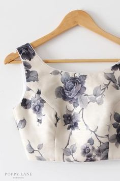 Shaded Saree Jacket Designs, Saree Blouse Neck Designs, Choli Designs, Fancy Blouse Designs, Lehenga Designs, Indian Fashion Dresses, Indian Designer Outfits, Stylish Blouse Design, Designer Blouse Patterns