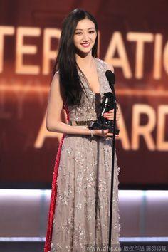 Chinese Actress Jing Tian Wins at the Hollywood Film Awards | China Entertainment News