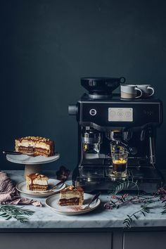 Our new Sage Oracle Touch Espresso Machine & a glutenfree Caramel Coffee Mousse Cake - Our Food Stories Iced Coffee Maker, Cappuccino Maker, Cappuccino Coffee, Cappuccino Machine, Italian Espresso, Best Espresso, Italian Coffee, Coffe Machine, Coffee Bar Home