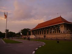 Colombo, O que ver? Lonely Planet, Sri Lanka, Mansions, House Styles, Home Decor, Vacation, Temples, Places, West Coast