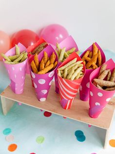 Festive paper bags for snacks - Teenager Party Snacks Snacks Für Party, Party Treats, Dinner Party Decorations, Dinner Parties, County Fair Birthday, Teenage Parties, Party Favors For Kids Birthday, Diy Papier, Sleepover Party