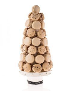 Noël 2013 - Sapin de Noël en macarons - Hugo & Victor - Vanille de Tahiti, châtaigne et thé de Noël. 40 pièces, 88€.