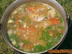 ciorba de vacuta Romanian Food, Romanian Recipes, Cheeseburger Chowder, Soup Recipes, Soups, Good Food, Curry, Ethnic Recipes, Green