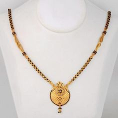 Latest Gold Mangalsutra Designs - Short And Long - ArtsyCraftsyDad Gold Mangalsutra Designs, Gold Earrings Designs, Gold Jewellery Design, Necklace Designs, Gold Necklace Simple, Gold Jewelry Simple, Bridal Jewelry, Beaded Jewelry, Pearl Jewelry