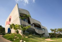 Casa Valinhos, Brazil by Ruy Ohtake