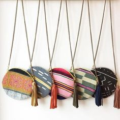10 Incredible Refugee-made Products That Give Back To Artisans And The Community - Sewing Inspiration - Handmade My Bags, Purses And Bags, Diy Pochette, Mode Blog, Round Bag, Craft Bags, Handmade Bags, Diy Fashion, Empowered Women