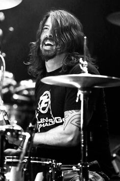 Dave Grohl of Foo Fighters Foo Fighters Dave Grohl, Foo Fighters Nirvana, Great Bands, Cool Bands, Jena, Blue Soul, There Goes My Hero, Mo S, Music Is Life