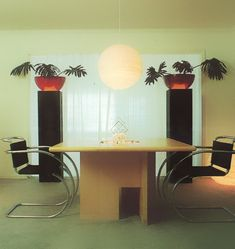 An modern dining room with Asian flair 80s Interior Design, 1980s Interior, Retro Living Rooms, Vintage Room, Vintage Interiors, Modern Room, Decoration, Room Decor, Feng Shui