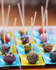 That one time I made cake-pops and then they're gone in the blink of an eye!#downthehatchwithoutascratch #cakepops #cakeboss #hennacake #mehndicake #henna #mehndi #hennainspo #mehndifavor #hennashop #hennasupplies #hennacrafts #hennaartist #hennapro #instayummy #sundaysweets #cakedecorating #cakeinspiration #cakesofinstagram #cakelover #chocolatecake #cakeforbreakfast #cakeporn