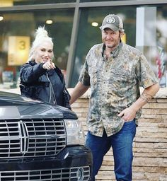 "this picture is so so cute☺️❤️ ""be the reason someone smiles. be the reason someone feels loved and believes in the goodness in people."" ― Roy T. Bennett #truth #blakeshelton #gwenstefani #shefani #amazing #awesome #cuties #cute #sweet #lovely #lovebirds #beautiful #sing #music #guitar #kisses #hugs #perfection #perfect #love #happy #smile #friends #girl #bf #bff"