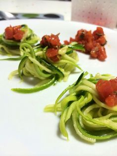Spaghetti di Zucchine crude al pomodoro e basilico
