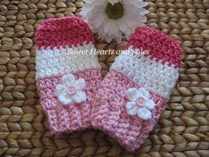 For the coziest little baby legs this winter, try these handmade crochet baby leg warmers!  Complete with lots of pink & flowers!