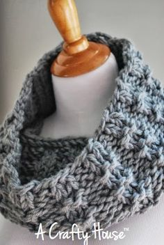 FREE Crochet Pattern: Cowl Scarf
