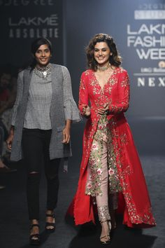 Divya Reddy at Lakmé Fashion Week Winter/Festive 2017 l Vogue India Fashion Weeks, Lakme Fashion Week, India Fashion, Suit Fashion, Fashion Dresses, Trendy Fashion, Outfit Designer, Indian Designer Outfits, Indian Outfits