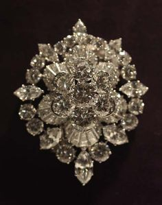 """The Burton Diamond Brooch by Van Cleef & Arpels [owned by Elizabeth Taylor] The Burton Diamond Brooch by Van Cleef & Arpels is expected to fetch $200,000-$300,000 at Christie's Sale. (quote) via pricescope.com"