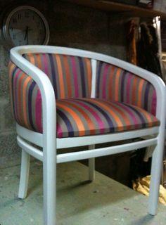 Rénove ou restaure vos siéges ou fauteuils anciens tapissiers au gout du jour selon vos envies ou intérieurs