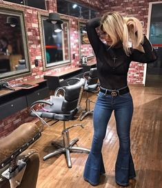 65 Ideas Country Concert Outfit Winter Look so Awesome Country Style Outfits, Southern Outfits, Winter Outfits, Casual Outfits, Cute Outfits, Fashion Outfits, Concert Outfit Winter, Fall Country Concert Outfit, Flare Jeans Outfit