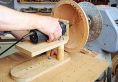 Straightforward Woodturning Lathe Plans Guide: Quick Programs In DIY Wood Turning Uncovered - Adalberto Flores Woodturning Magazine, Woodturning Tools, Lathe Tools, Wood Turning Lathe, Wood Turning Projects, Wood Lathe, Learn Woodworking, Woodworking Techniques, Woodworking Projects