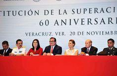 Acompañado por su esposa, Karime Macías de Duarte, el gobernador Javier Duarte de Ochoa encabezó la entrega de reconocimientos en el 60 aniversario de la Institución de la Superación Ciudadana.
