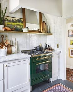 Tips, formulas, as well as quick guide when it comes to getting the greatest result and attaining the optimum utilization of Small Kitchen Renovation Architecture Renovation, Home Renovation, Modern Kitchen Cabinets, Kitchen Decor, Green Kitchen, Kitchen Interior, Kitchen Backsplash, Kitchen Island, Countertop Oven
