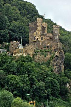 Medieval fortifications along the Rhine river, Burg Rheinstein, Germany  ( by nimdok)