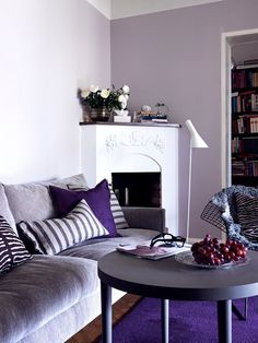 A violet room adds a sense of old Hollywood glamour. Family Room, Home And Family, Color Violeta, Mini Office, Purple Rooms, Interior Inspiration, Interior Ideas, Living Room Goals, Interior Decorating