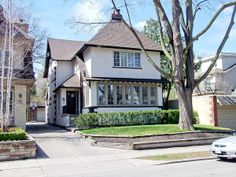 Trust your Real Estate to the top Toronto agent - Elli Davis. Houses and Condos bought and sold at the best prices in shortest time frames. Deer Park, Real Estate News, Photo Essay, Toronto, The Neighbourhood, Condo, Mansions, House Styles, Home Decor