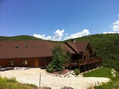 VRBO.com #375608 - Luxury Log House with Snowbasin Ski Resort and Lake View....November Special