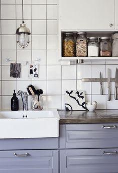 Mekkotehdas -blogisti Kirsi Etulan keittiö. Vauva & Meidän Perhe(Kuva: Piia Arnould)