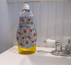 Dish soap bottle apron tutorial. Cute! In my kitchen too. Nice to have a tutorial.