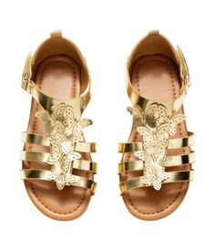 H&M US butterfly sandals Toddler Shoes, Kid Shoes, Girls Shoes, Kids Sandals, Shoes Sandals, Little Girl Fashion, Kids Fashion, Baby Girl Shoes, Doll Shoes