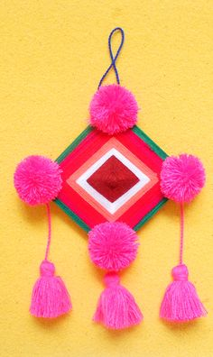 Garlands, Wall Hangings, Altar, Art Lessons, Craft Projects, Crochet Necklace, Weaving, Diy Crafts, Draw