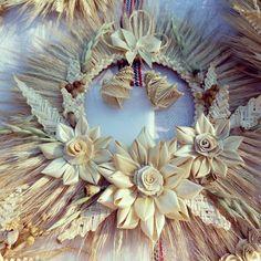 "Képtalálat a következőre: ""straw weaving techniques"" Straw Weaving, Weaving Art, Basket Weaving, Tissue Flowers, Diy Flowers, Paper Flowers, Fall Crafts, Diy And Crafts, Corn Husk Wreath"