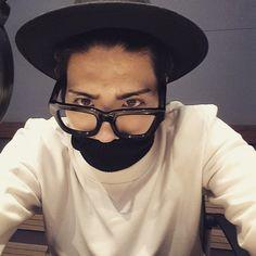 150414 Instagram Jonghyun: 여드름 패치가 몇개인지 찾아보시오.  Перевод: Попробуйте сосчитать сколько на мне прыщей прикрыто пластырем  #Shinee #Jonghyun #Instagram #Instagram_Jonghyun #jonghyun948 #JONGHYUNSTAGRAM